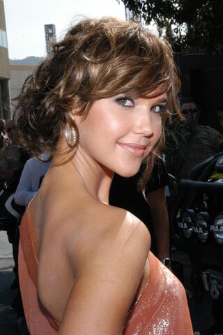 File:Arielle Kebbel MTV Movie Awards Shoot 4.jpg