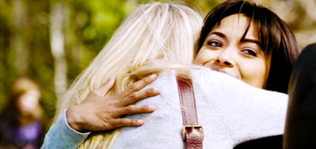 File:Caroline and Bonnie 1x19.png