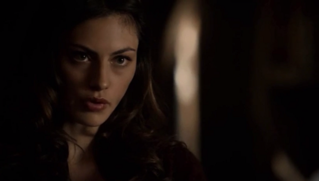 File:Hayley talking with Elijah 1x19.png