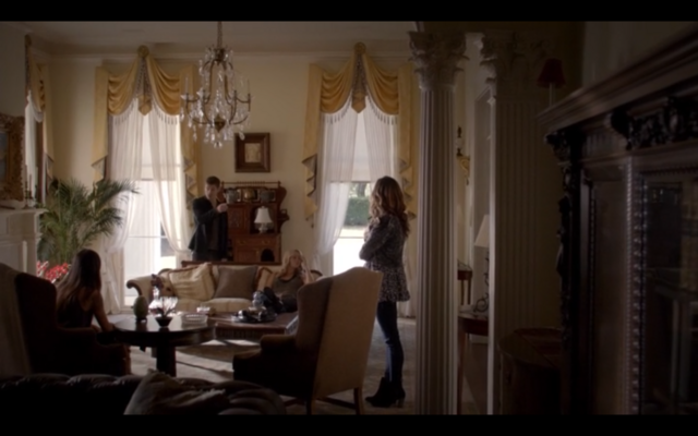 File:1x05-Klaus, Hayley, Rebekah and Sophie.png
