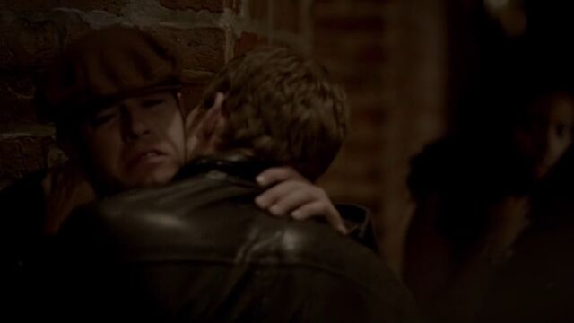 File:Klaus biting Thierry TO 1x01.jpg