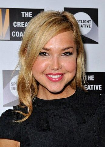 File:ArielleKebbel-at-Creative-Coalition01.jpg