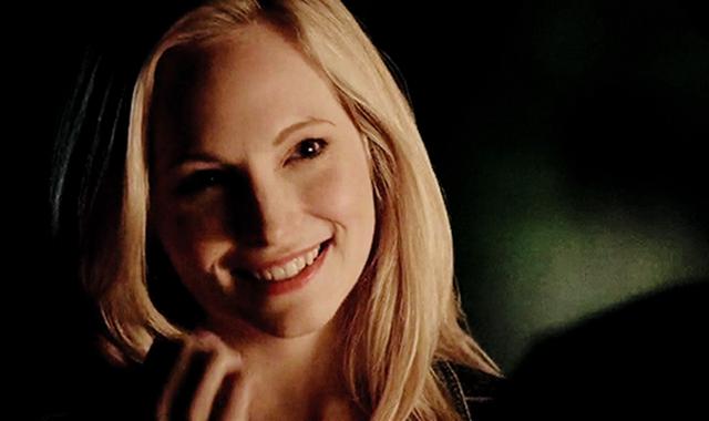 File:Caroline smiling 5x20....png
