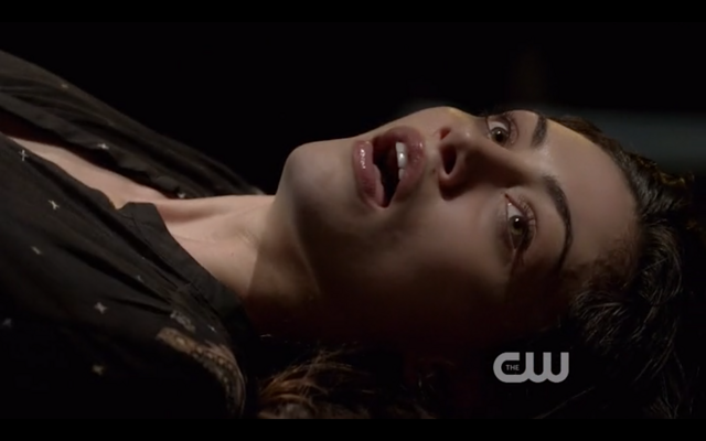 File:1x22-Hayley watches Klaus.png