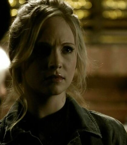 File:1x22 Caroline Founder's Day..jpg