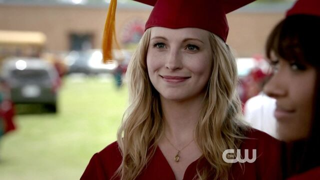 File:Carolinegraduation4x23.jpg