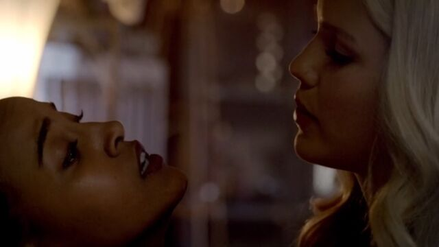 File:Rebekah and Katie TO 1x03.jpg