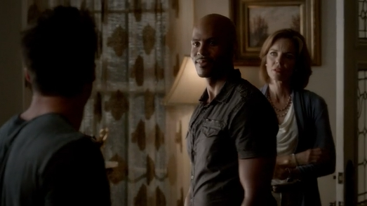 File:Tyler-Connor-and-Mayor-Lockwood-in-4x02-Memorial.png