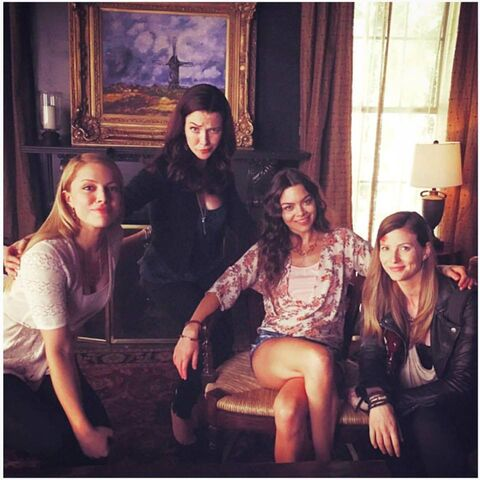 File:2015-12-08 Annie Wersching Scarlett Byrne Elizabeth Blackmore Teressa Liane Twitter.jpg