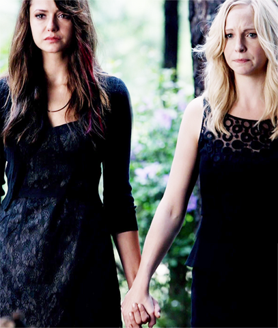 File:Caroline and Elena.png