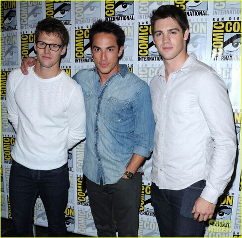 File:Vampire-diaries-comic-con-2012-09.jpg