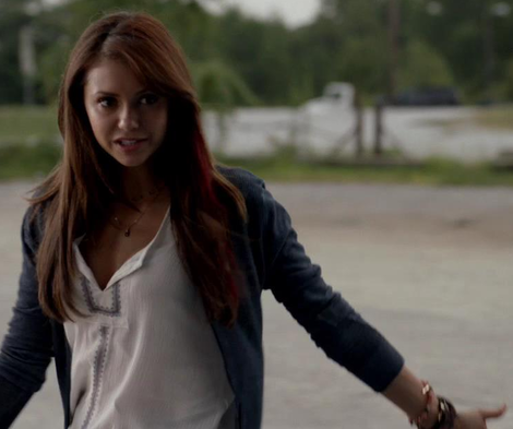 File:Got-sparkles-garnet-and-gold-double-strand-necklace-and-the-vampire-diaries-gallery.png