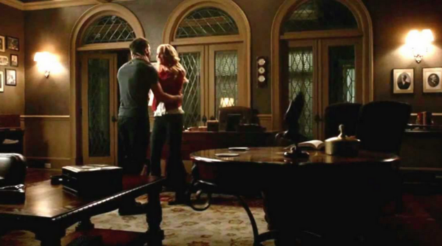 File:Caroline and Tyler 3x22.png