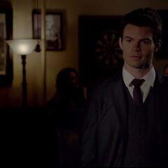 Elijah in a bar