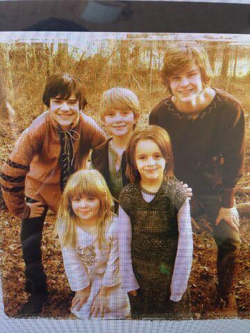 File:Piątka rodzeństwa.jpg