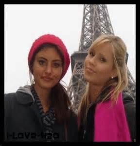 File:The Originals - Claire & Phoebe in Paris.jpg