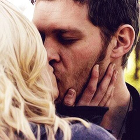 File:Klaus and Caroline kissing 5x11.jpg