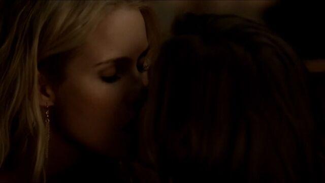 File:Rebekah and Nadia kiss TVD 5x01.jpg