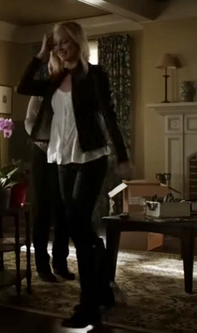 File:Caroline Forbes clothes 6x11.png