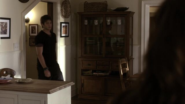 File:TVD1x02-Gilbert House 71.jpg