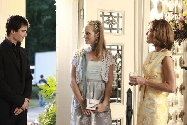File:1x04-Family Ties (25).jpg