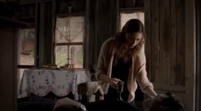 File:Hayley-Elijah 1x8.png