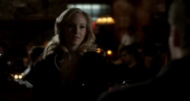 File:Caroline talking with Klaus 3x15.png