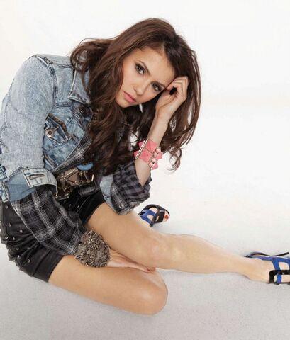 File:Nina dobrev jean jacket.jpg