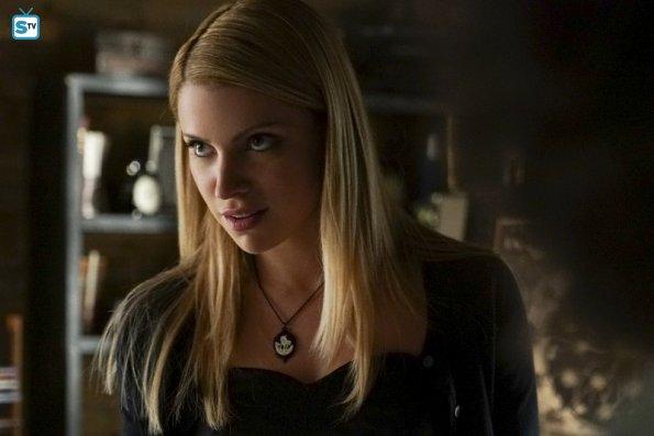 File:The Vampire Diaries - Episode 7.02 - Never Let Me Go - Promotional Photos (3) 595 Mini Logo TV white - Gallery.jpg