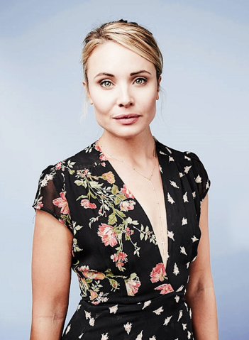 File:2015 SDCC EW Leah Pipes.png