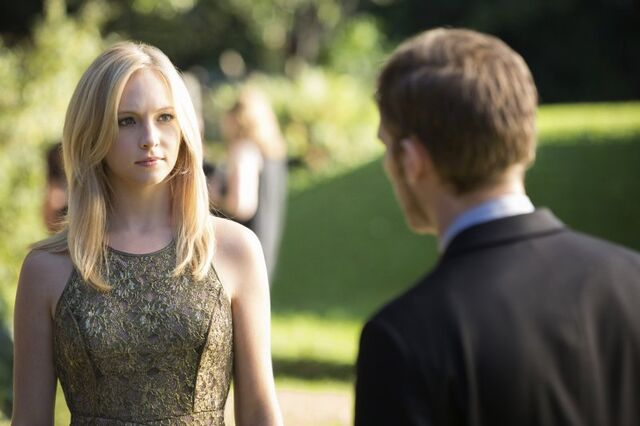 File:Caroline talking to Klaus.jpg