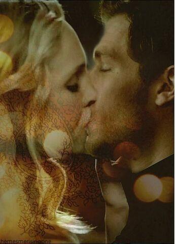 File:Klaroline kiss.jpg