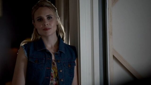 File:Camille TO 1x04.jpg