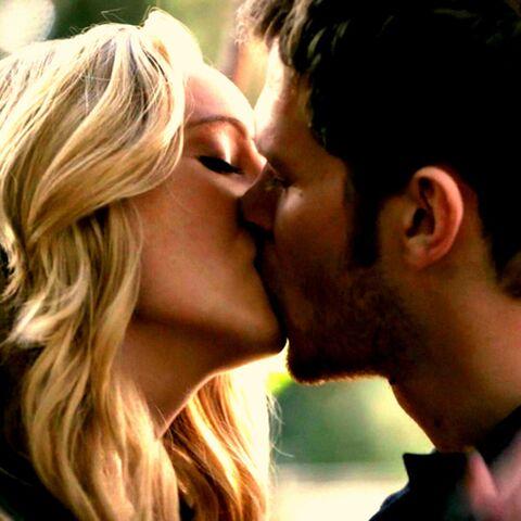 File:Caroline and Klaus kiss.,..jpg