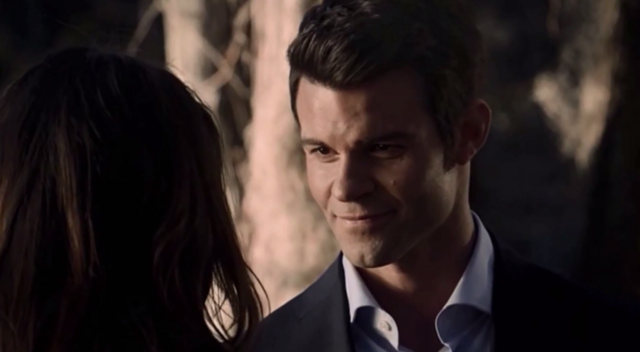 File:Elijah smiling with Hayley 1x15.png