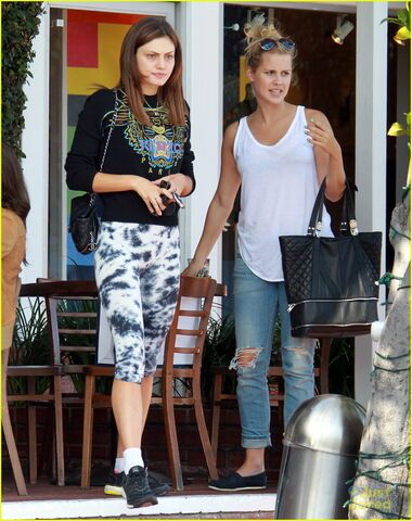 File:Claire-holt-phoebe-tonkin-fred-segal-duo-03.jpg