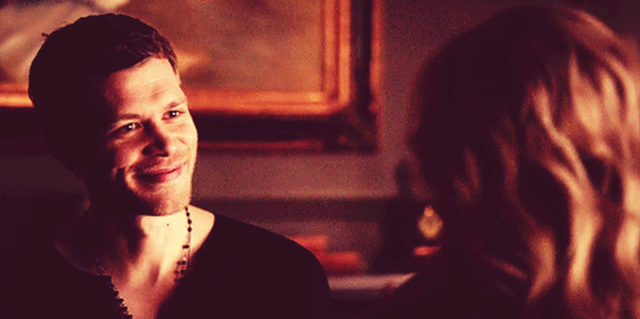 File:Klaus smiling to Caroline - 4x19.png