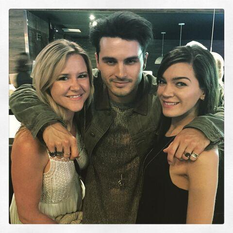 File:2016-04-02 Michael Malarkey Sara Taylor-Torres Instagram.jpg