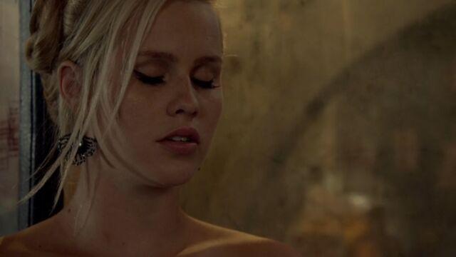 File:Rebekah 38 TO 1x03.jpg