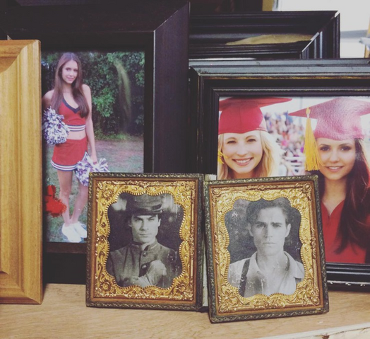 File:TVD Photo Frames.png