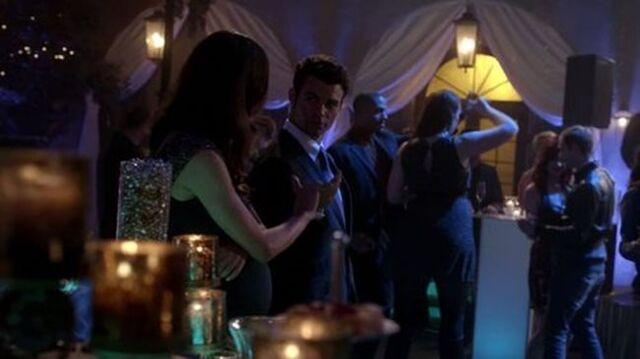 File:Hayley-Elijah 1x17.jpg