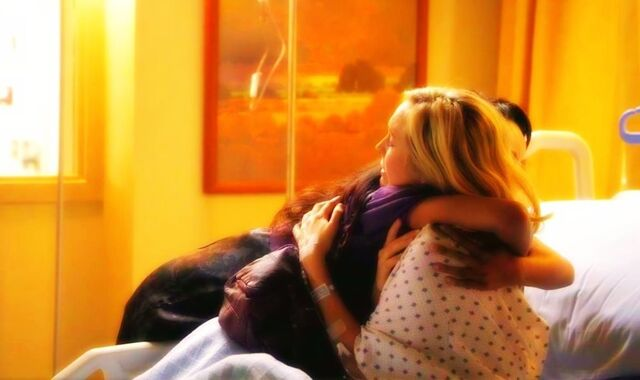 File:Bonnie and Caroline hug.jpg