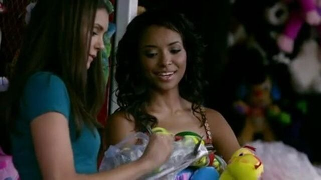 File:Elena and Bonnie 2x2.jpg