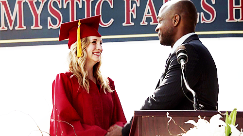 File:Caroline in graduation.png