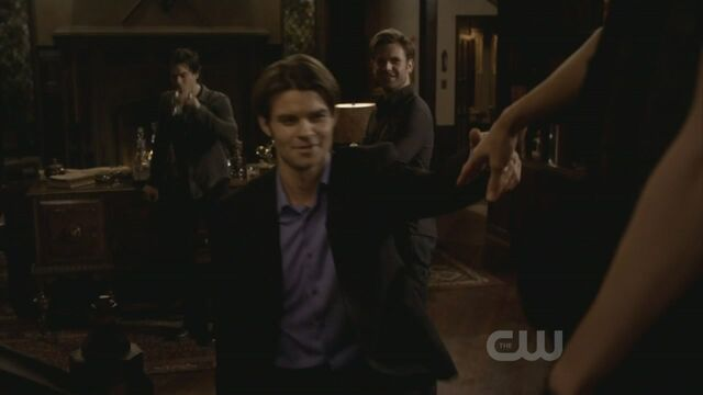 File:Elijah-3x15-The-Dinner-Party-elijah-19425361-1280-720.jpg