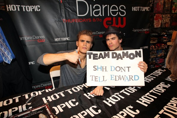 File:Paul-Wesley-Ian-Somerhalder-01-600x399.jpg
