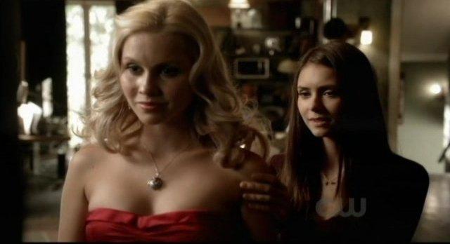 File:The-Vampire-Diaries-S3x09-Elena-smiles-before-the-daggering.jpg