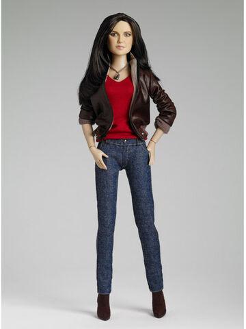 File:Elena-gilbert-tonner-doll.jpg