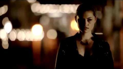 The Secret Circle 1x01 - Faye Chamberlain 'Make it rain..