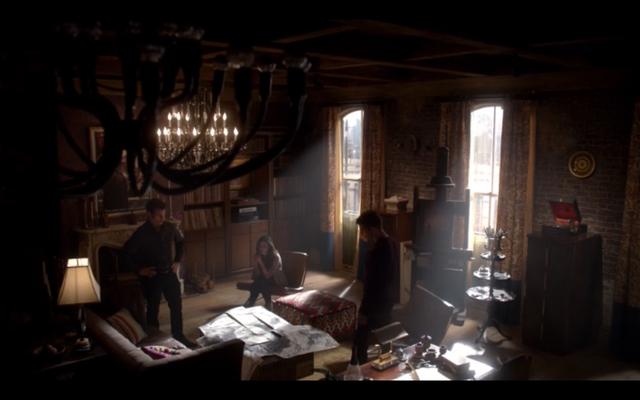 File:1x11-Klaus, Hayley and Elijah.png